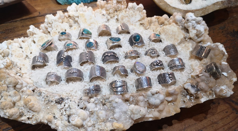 rings-rikki-stones-leatherstrap-maderaga
