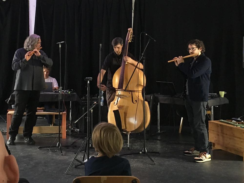 17:00 Uhr. Kunsthaus Rhenania. Trio Rodenkirchen Lee Ilgenfritz. Ephraim Wegner. Hannes Hoelzl. Chamber Remix Cologne.