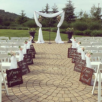 These wooden #aislerunner #weddingsigns