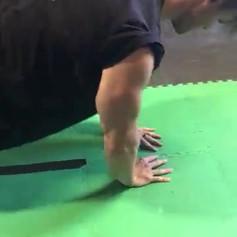 Close grip pushups