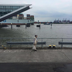 Herr Huber am Hafen