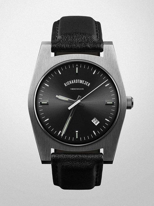 Richardt Mejer - Signature Watch / Gun