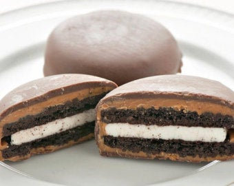 Peanut Butter & Chocolate Oreos - 8