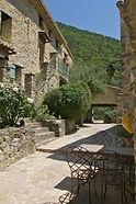 Le Hameau de Valouse Partenaire de Patsby dj, en drome provençale , possède une grande capacité d'hebergement pour vs convives