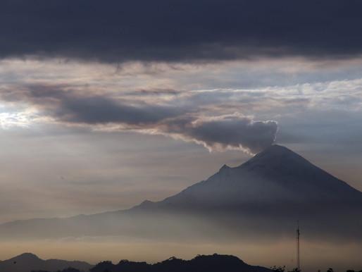 Popocatépetl expulsa ceniza; piden evitar actividad al aire libre