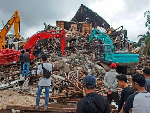 34 muertos y 637 heridos por el sismo en Indonesia
