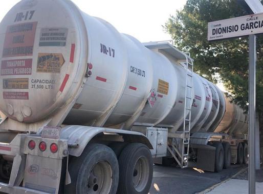 Decomisan pipa con 60 mil litros de combustible en Saltillo