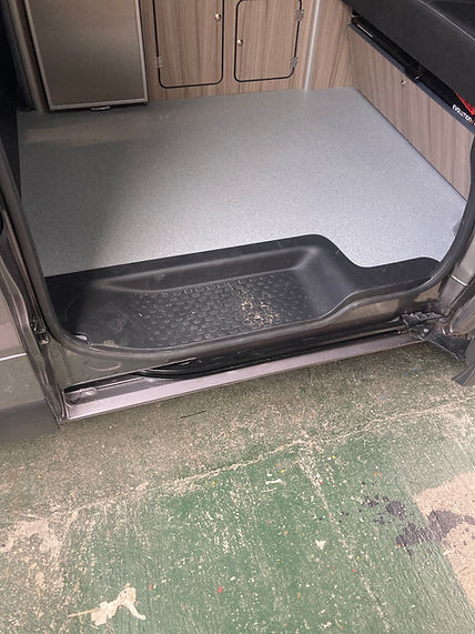 X82 Trafic Vivaro side door step