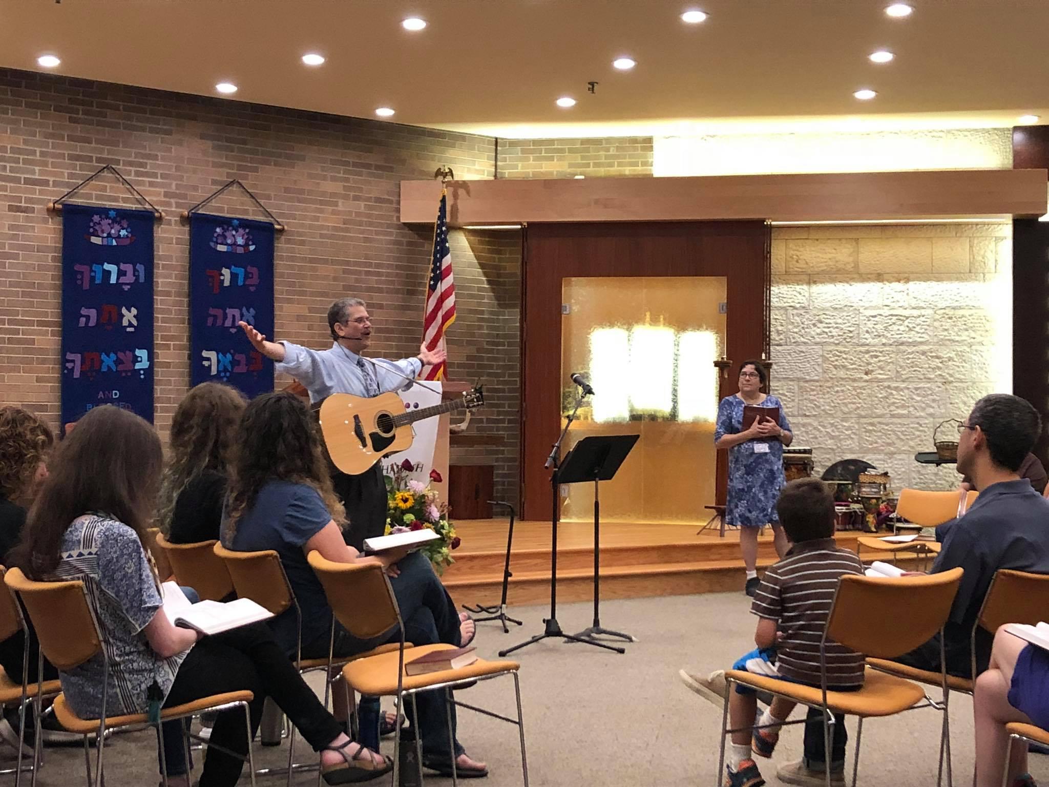 Rabbi Eitan sings