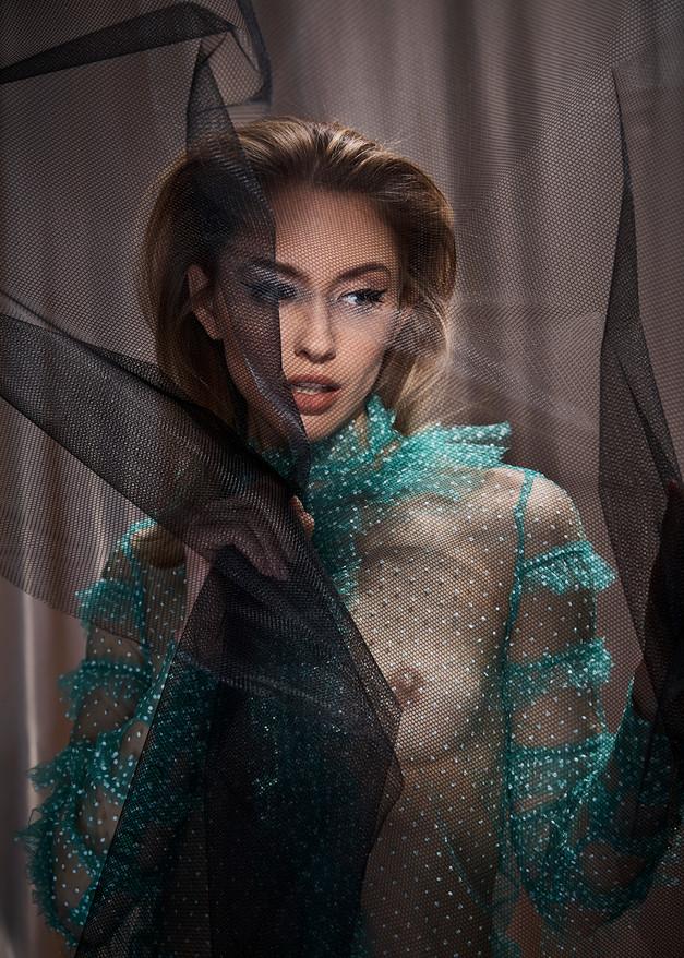 Hair + Makeup + Wardrobe Styling + Art Direction: Jessica Pineda / Photographer: Jon Pushnik /