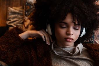 Hair + Makeup: Jessica Pineda / Photographer: Justin Muir / Model: Ava Brown