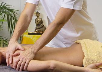 massage-2768832.jpg