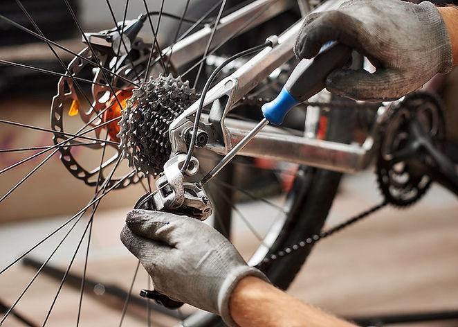 17298-falls-city-community-bikeworks-open-shop-repairs.jpg