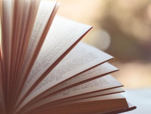 6 Gründe, um mehr Bücher zu lesen: Wieso lesen dich weiterbringt!