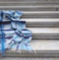 ulu_indi-logwood_stairs_plié_fin_edited_