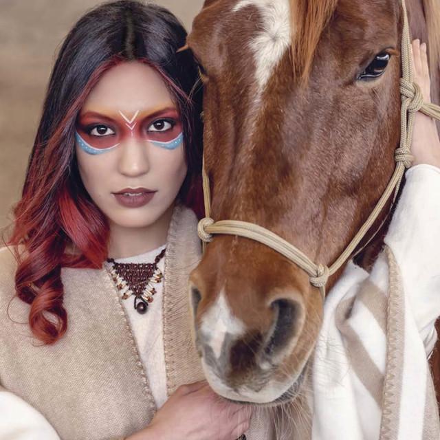 Modèle femme pour la coloration Pure Pigments de Togethair