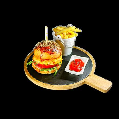 Бургер с куриной котлетой и томатами гриль