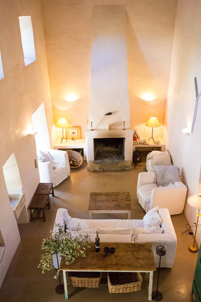 cozy living room to sit and read a book or talk with one of your fellow yoginis or yogis