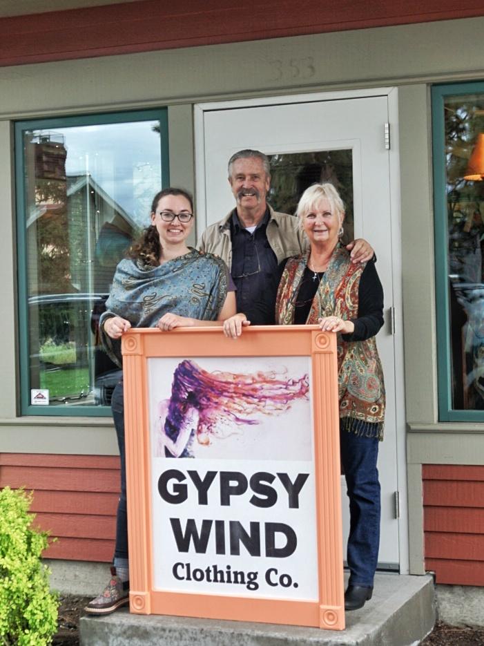 Gwen- Kelli, Tony, Janet holding GW sign