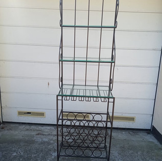 Metal shelf for wine