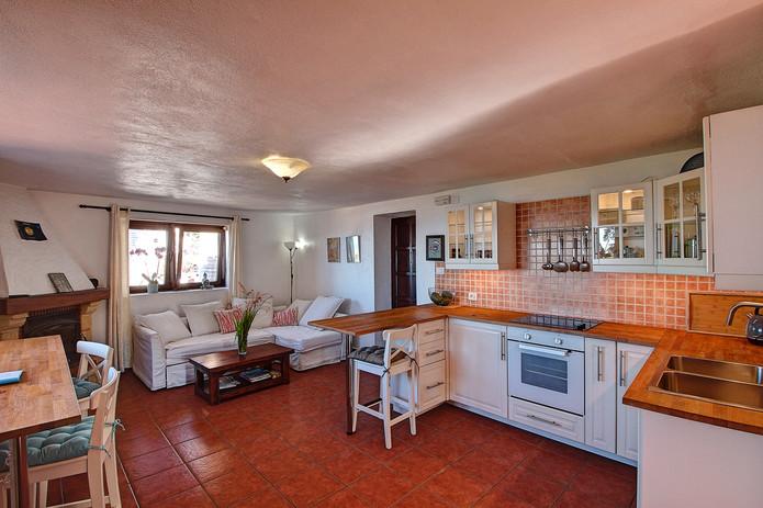 Eastside Apartment (3.).jpg