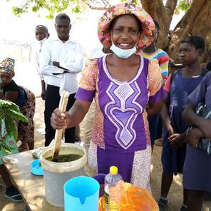 Teaching soap making to women at Mwiinga-Malimvwa