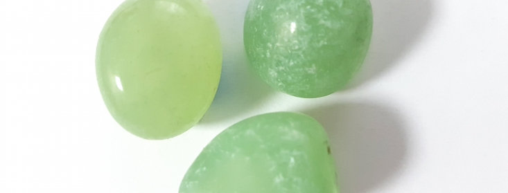 Groene Agaat Knuffelsteen in buideltje met omschrijving