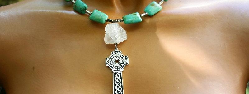 ' One of a kind'  Necklace -  Bergkristal, Keltisch Kruis en Turkoois