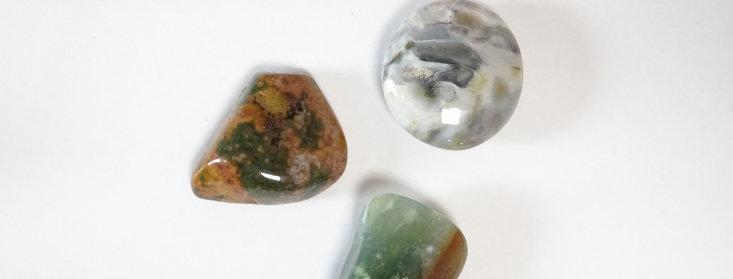 Oceaan Jaspis Knuffelsteen in buideltje met beschrijving