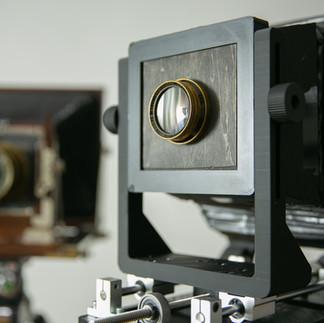 伝統的なカメラを参考にして、3Dプリンタで再現してみました。同じ構造だと、どうしても金属のパーツよりは大きくなってしまいます。