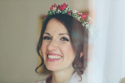 Brautfrisur mit Blumenkranz