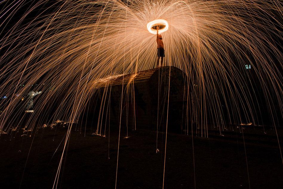 long-exposure-night-steel-wool-1138245.j