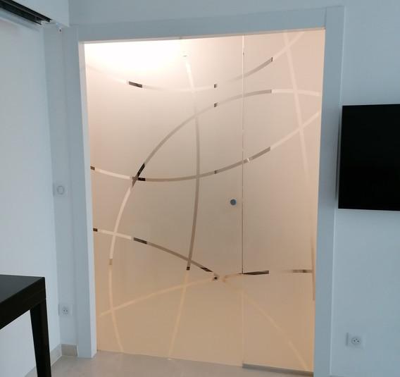 Porte en verre sablée