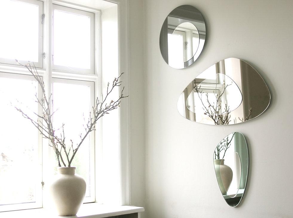 Smuk væg med dekoration af spejle
