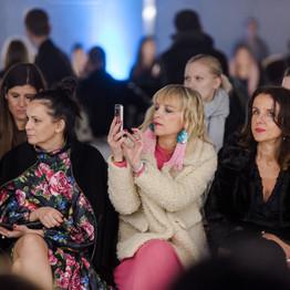 Kdo sedi v prvi vrsti na tednih mode