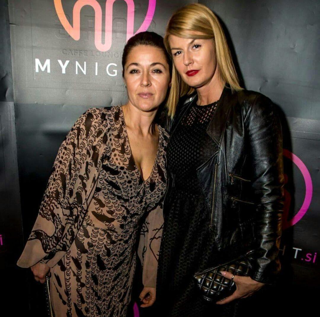 Alenka (levo) v obleki MJZ Fashion