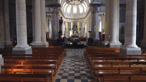Traveling dans une église