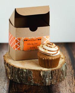 Coordinating cupcake wedding favors