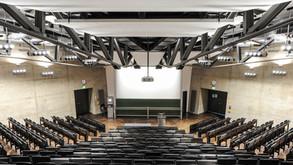 Hochschule Hörsaal Roter Würfel