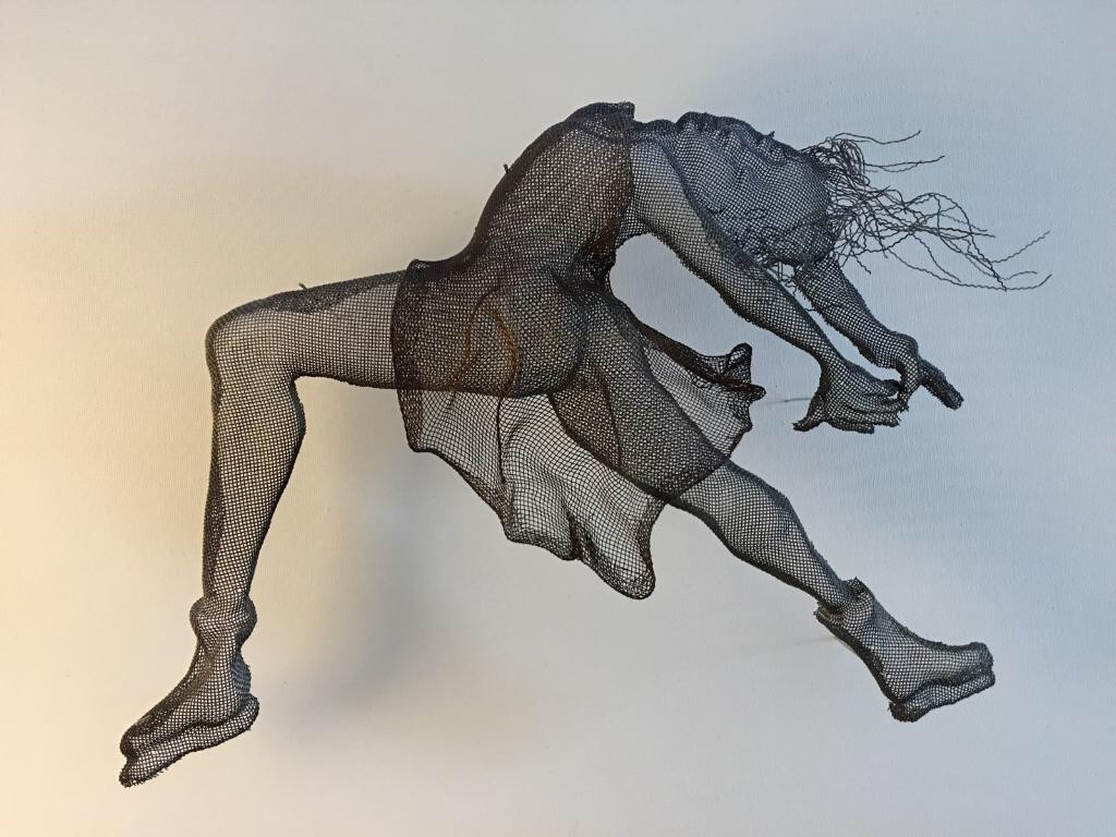 wire mesh sculpture dancers