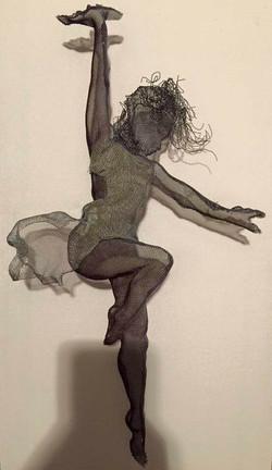 wire mesh sculpture dancers