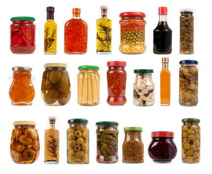 Soslarıyla Kavanozlar ve şişeler