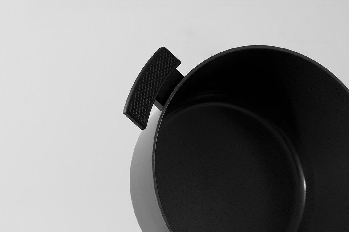 Pot-Black.jpg