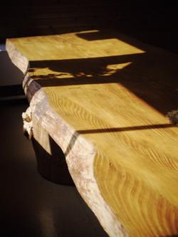 一枚板のテーブルが自慢です