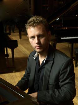 Tomek piano