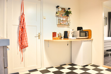 Keukenhoek met magnetron