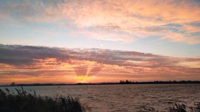 Mooie zonsondergang IJsselmeer