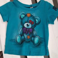 Orsetto t-shirt dipinta a mano azzurra 3