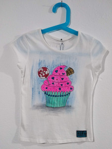Muffin t-shirt dipinta a mano bianca (1)