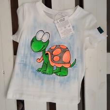 Tartaruga arancio t-shirt dipinta a mano